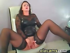 sexy milf fingering pussy and squirt on web
